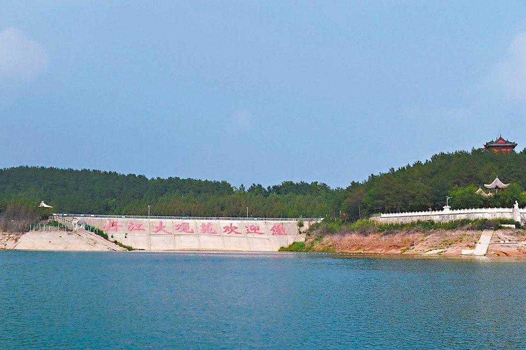 丹江口水庫,有「亞洲天池」美譽。 特派員王玉燕/攝影