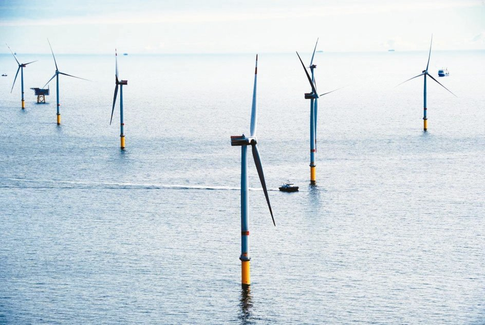 經濟部原訂8月底前公布離岸風電第三階段「區塊開發」規則初稿,能源局表示最快年底預...