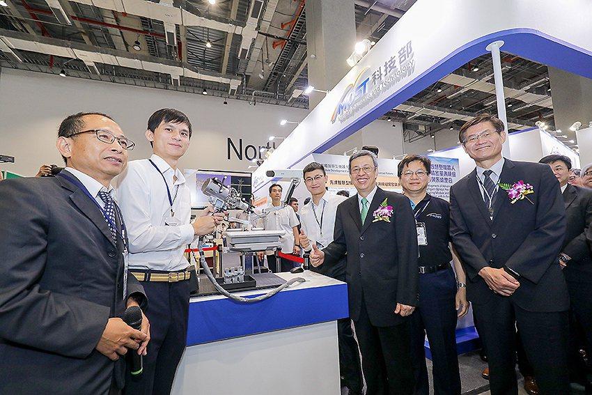 陳建仁副總統蒞臨科技部智慧機械創新館。 國研院/提供