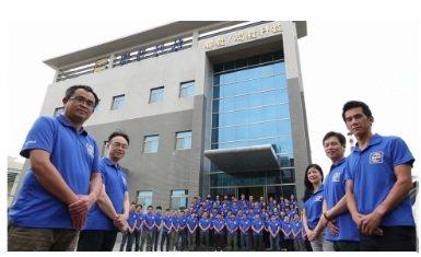 聯毅科技總經理林仲章(右)帶領團隊,在自動化服務領域展現鋒芒。  聯毅/提供