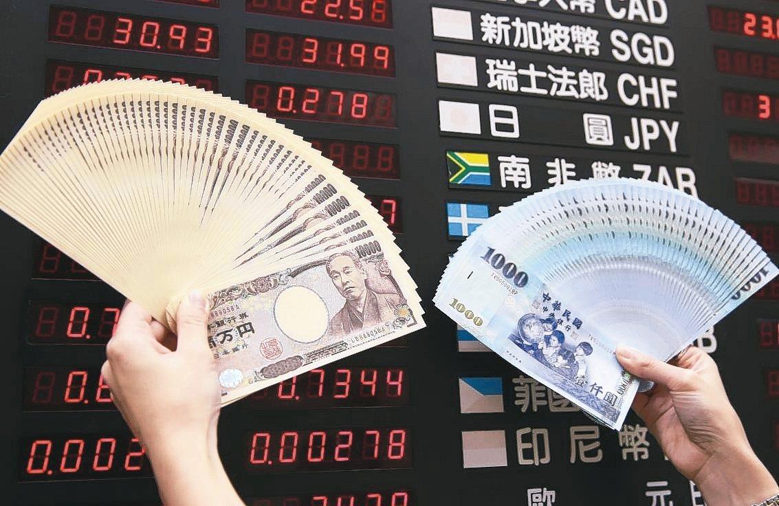 銀行每日公布牌告匯率,「買入」代表銀行從你手中買回外幣,「賣出」代表銀行賣出外幣...