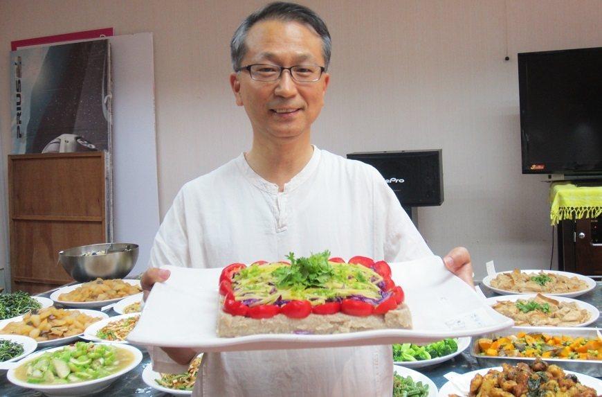 韓柏檉推崇蔬食,鼓勵民眾打蔬果汁或做蔬食料理。