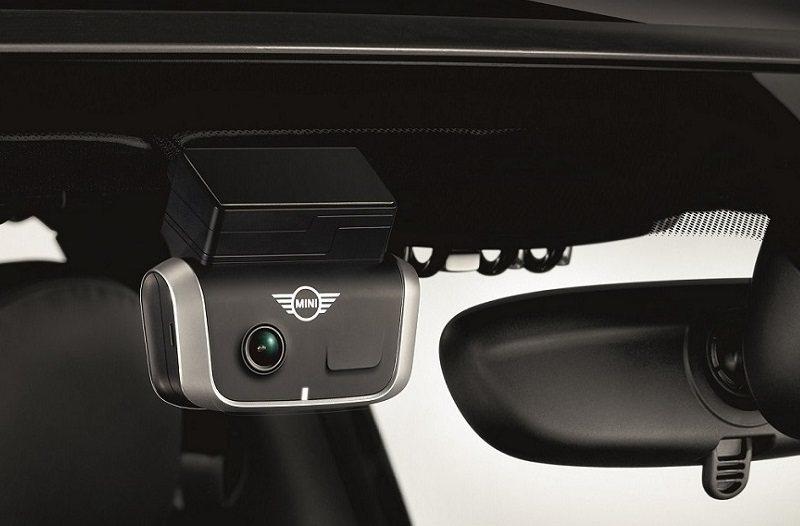 8月入主MINI全車系加贈MINI原廠新一代智慧行車紀錄器。 圖/MINI提供