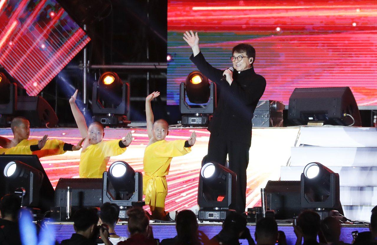 8月18日晚,辛有志在北京奧林匹克體育中心補辦婚禮,包括成龍、王力宏、鄧紫棋、張...