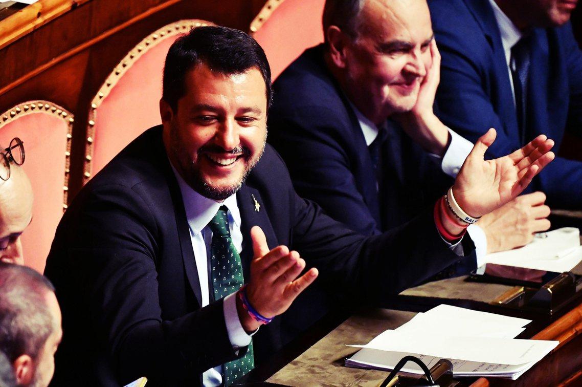 隸屬於聯盟黨,副總理兼內政部長的薩爾維尼,不僅政壇光芒蓋過孔蒂、和五星運動的歧見...
