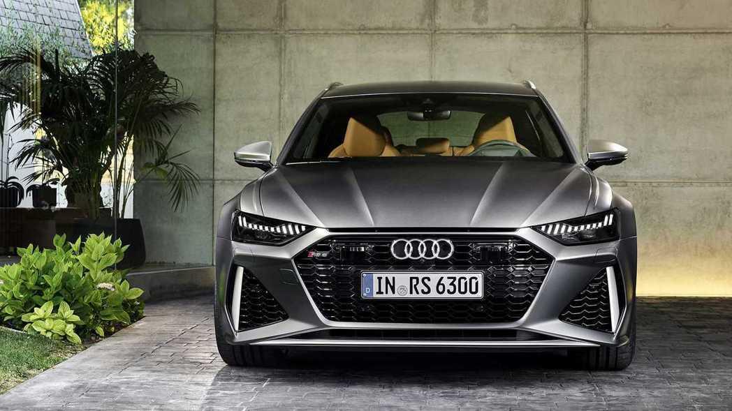 RS6 Avant車頭採用銳角幾何的搭配,造型相當張狂。 摘自Audi