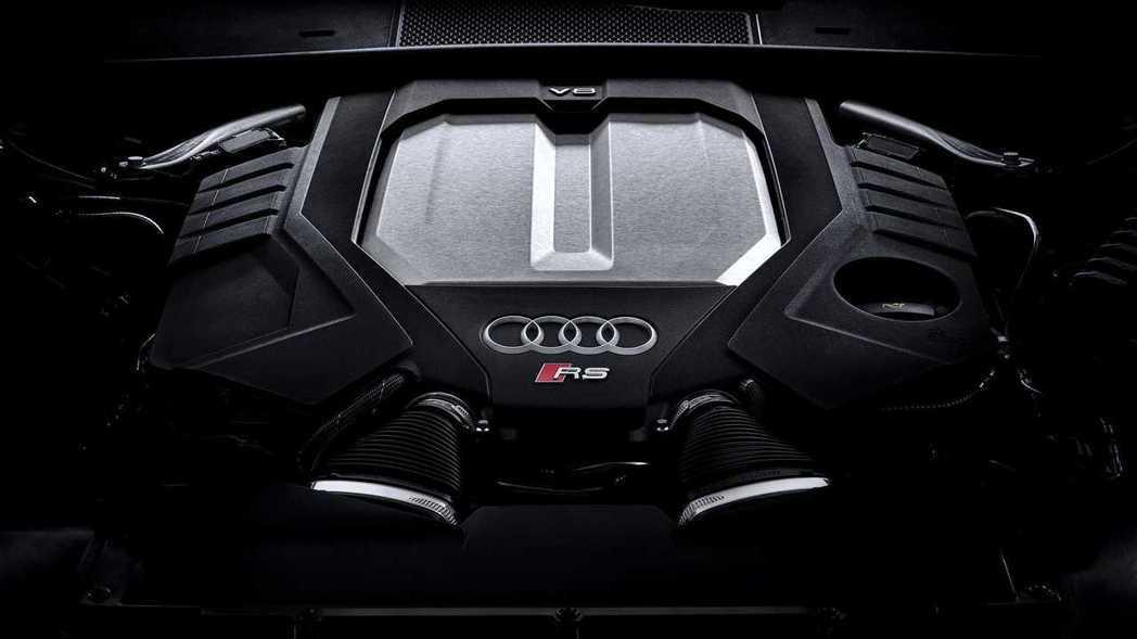 這具4.0升V8雙渦輪增壓引擎可爆發出600ps、81.5kgm的動力。 摘自A...