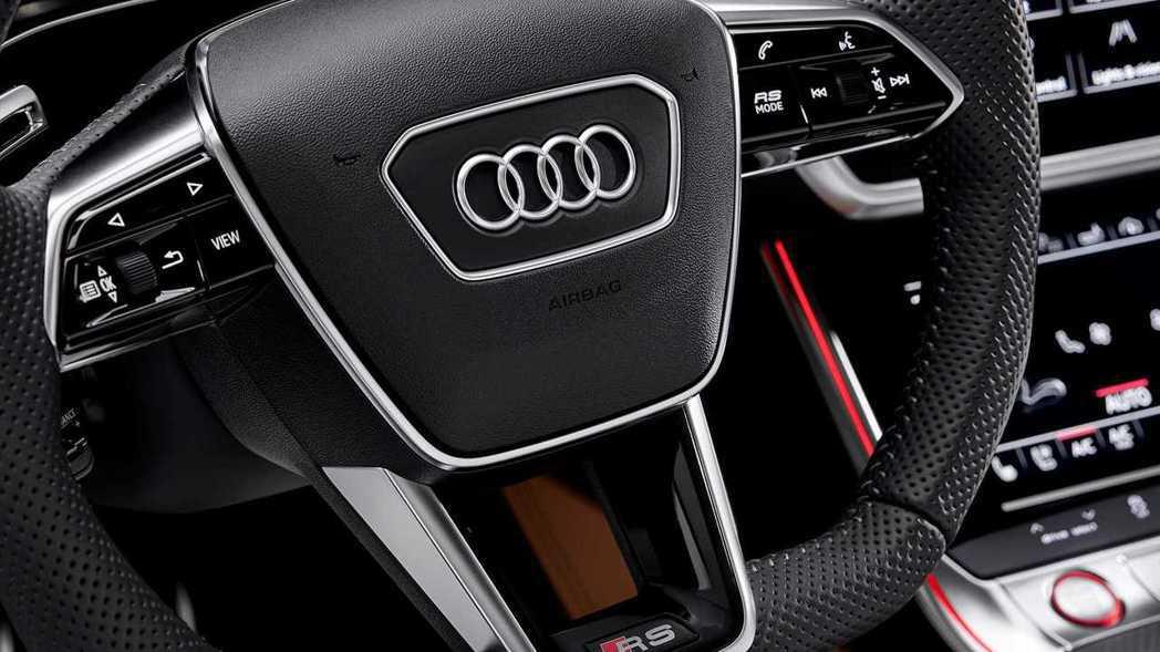 方向盤這次新增RS Mode按鈕,可設置RS1、RS2兩種自訂駕駛模式。 摘自A...