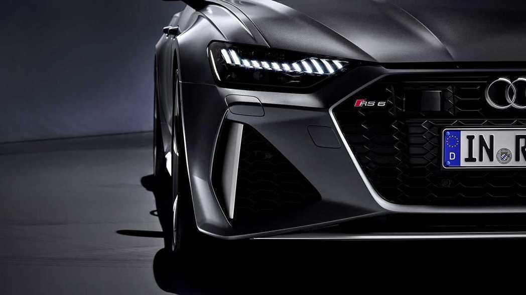RS6 Avant重新排列的頭燈組,與下方大面積氣壩搭配殺氣十足。 摘自Audi