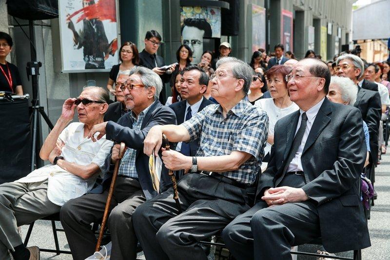 圖為2015年已故國寶級電影人王玨的回顧影展,前排右起為時任文化部長洪孟啟、李行、孫越、及常楓。 圖/聯合報系資料照