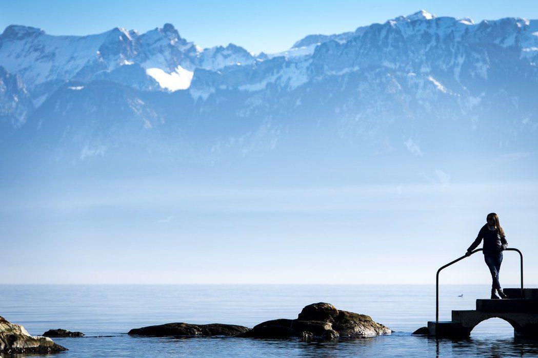 美國地質調查局最新研究報告顯示,塑膠不只存於海洋、河流中,也存在於雨水中。 圖/...