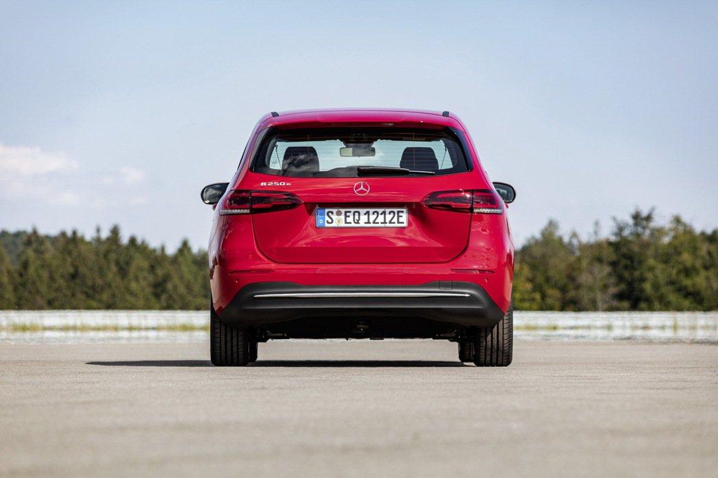 根據原廠所提供的資訊顯示,Mercedes-Benz B 250e平均油耗為62...