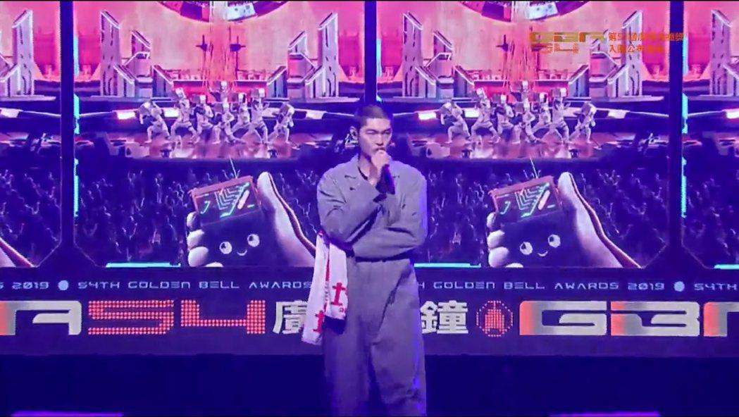 金曲歌王LEO王擔任第54屆廣播金鐘獎入圍名單記者會開場嘉賓。 圖/擷自Yout...