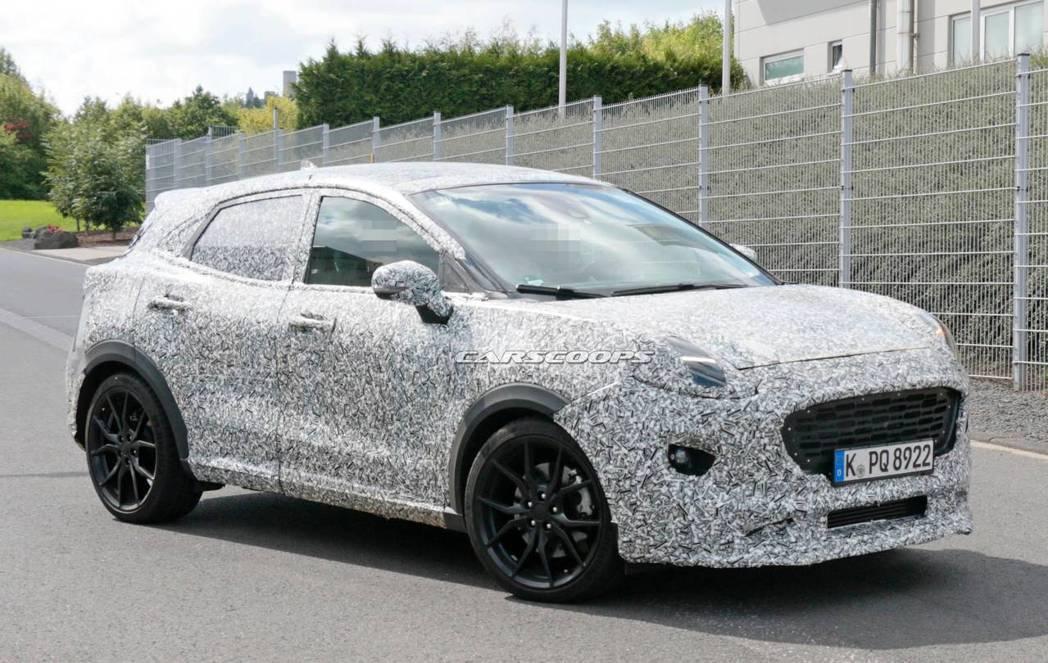 全新Ford Puma ST偽裝測試車。 摘自Carscoops