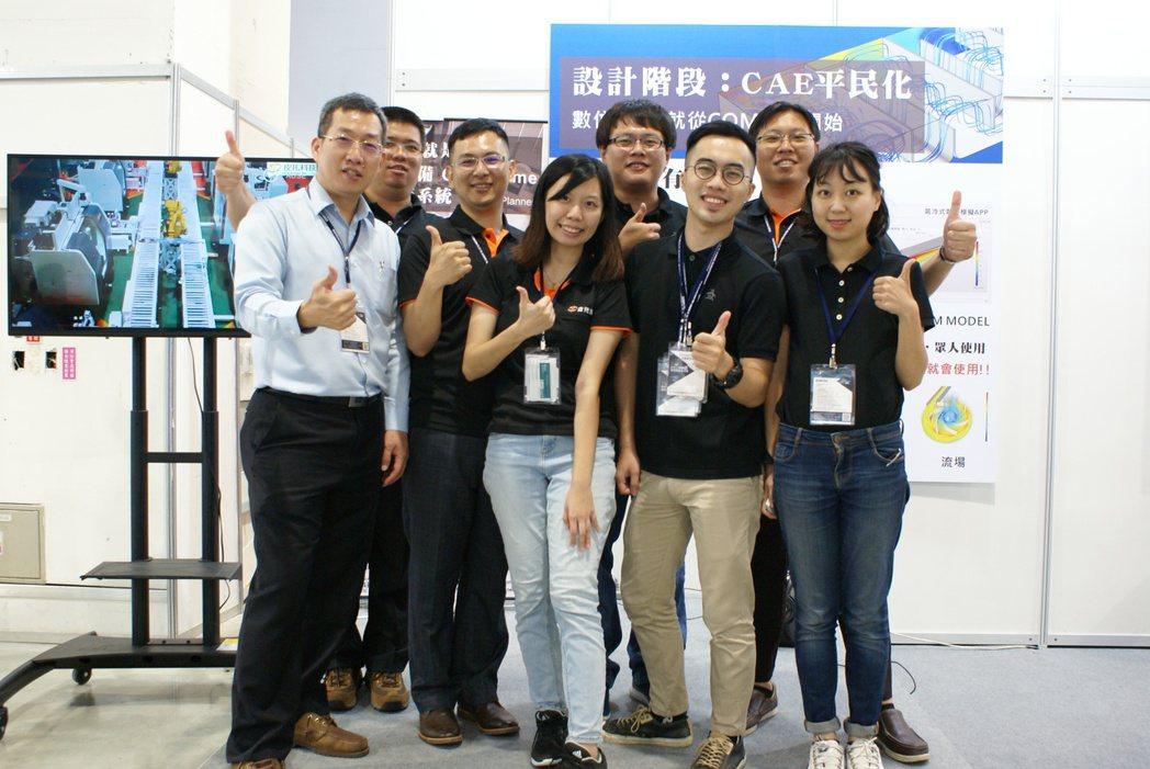 皮托科技軟體系統處處長陳家明(左一)指出:「模擬」正是工業4.0浪潮中最重要的利...