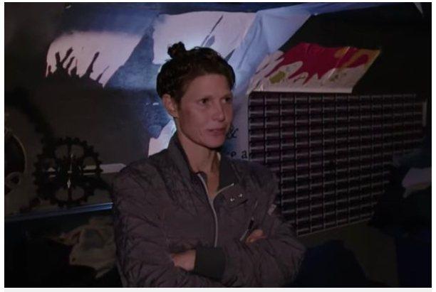 現年39歲的珍妮李住在下水道。圖擷自Mirror「鏡報」(8/21)