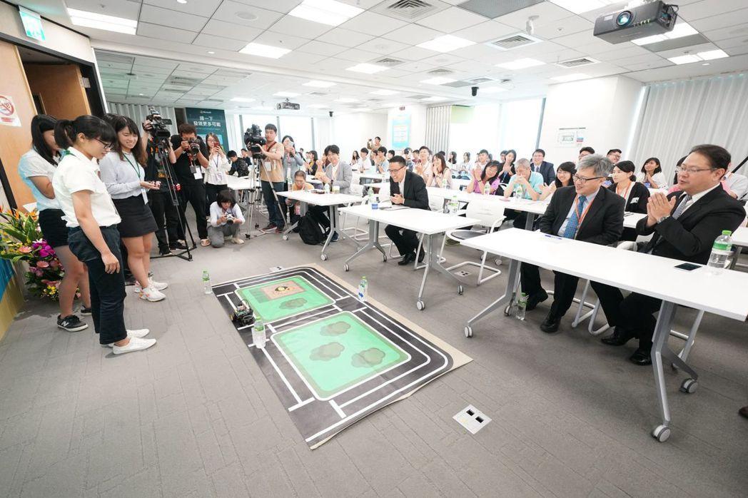 學生團隊展示一日實作營之專題作品,充分顯現台灣AI教育向下扎根的亮眼成果。 智策...