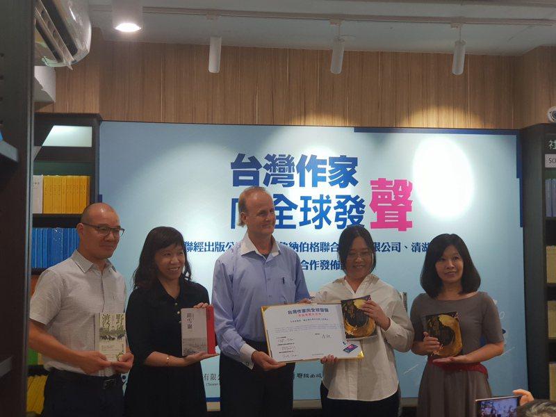國際有聲書業者TrueLake清湖集團昨(20)日來台,與聯經出版公司、國際版權公司安德魯納伯格台灣代表處共同宣布推出華文作家的有聲書。記者陳宛茜/攝影