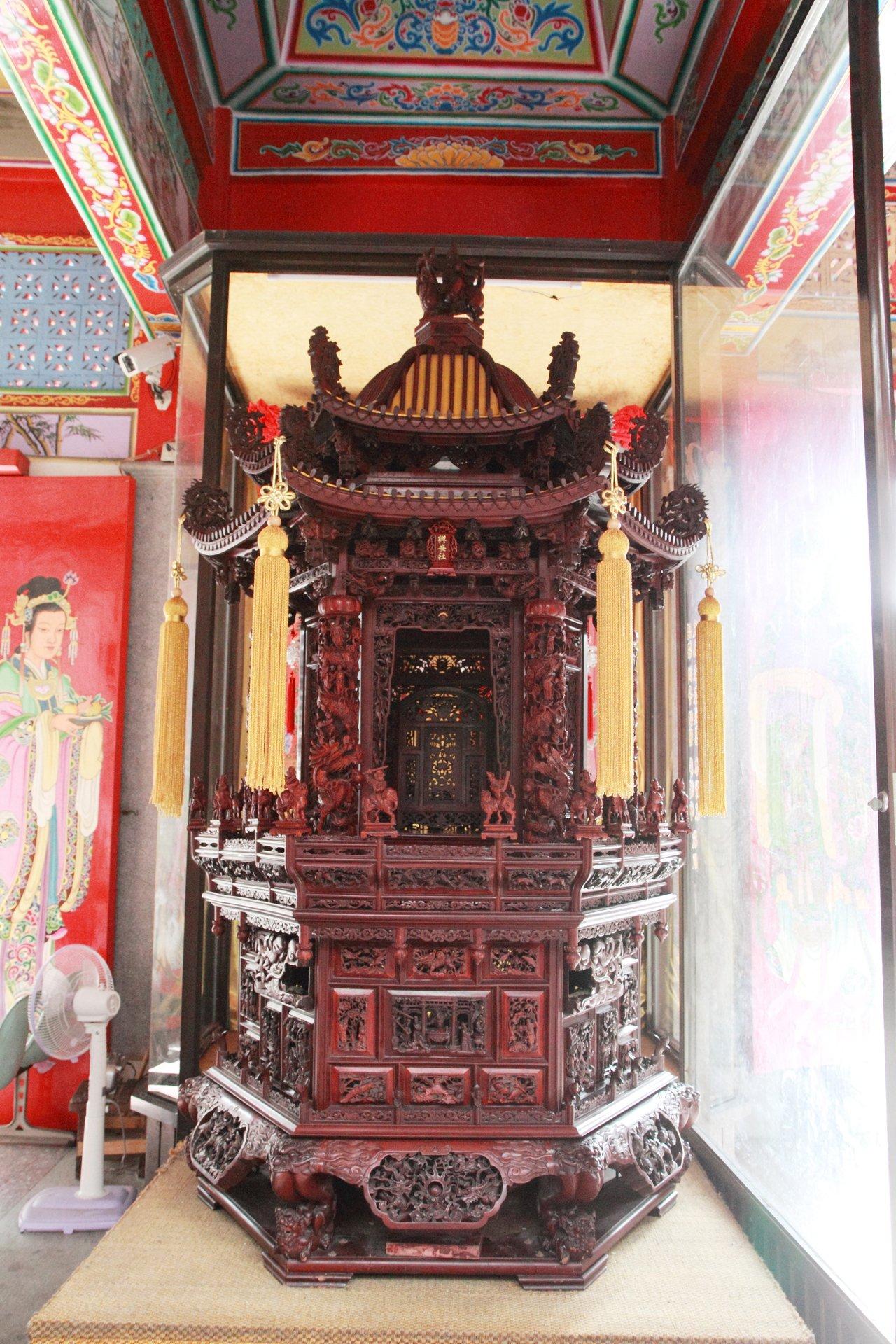 許澤南製作的桃園木雕神轎。圖/興安社提供