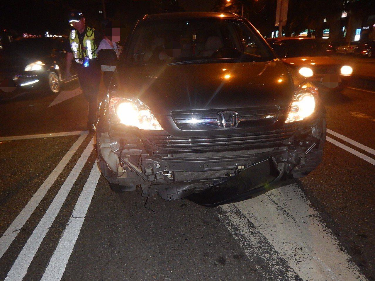台中市張姓男子的休旅車在上月中旬行經南區時,遭陳姓女子的轎車撞掉前保桿。記者陳宏...