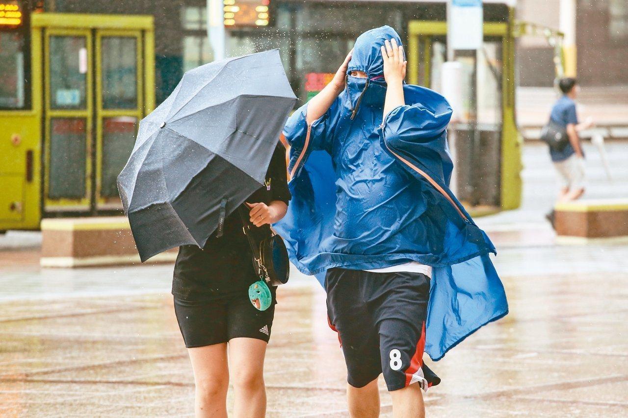 中央氣象局說,若形成第11號颱風白鹿,撲台機率較高。本報資料照片
