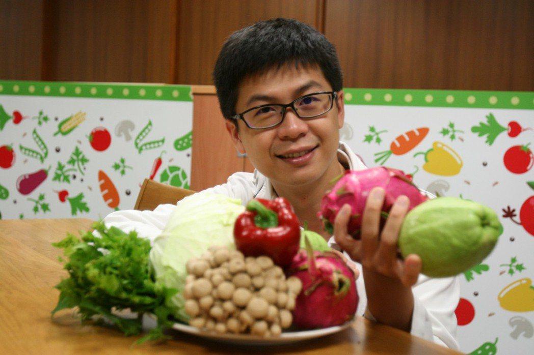 台中慈濟醫院營養師宋明憲表示,均衡攝取六大類食物,蔬菜、水果、未精製的全穀雜糧類...