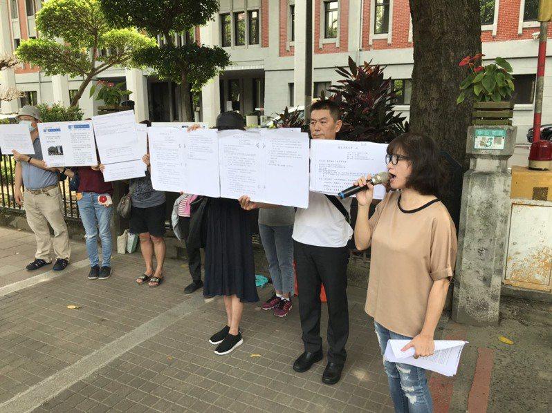 全國十二年國教家長聯盟今到教育部前舉行記者會。記者馮靖惠/攝影