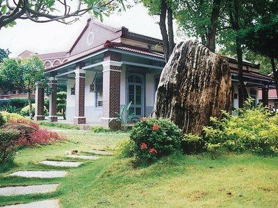 全台第一所中學、創校134年的台南長榮中學傳出教師減薪爭議。圖/取自長中網站