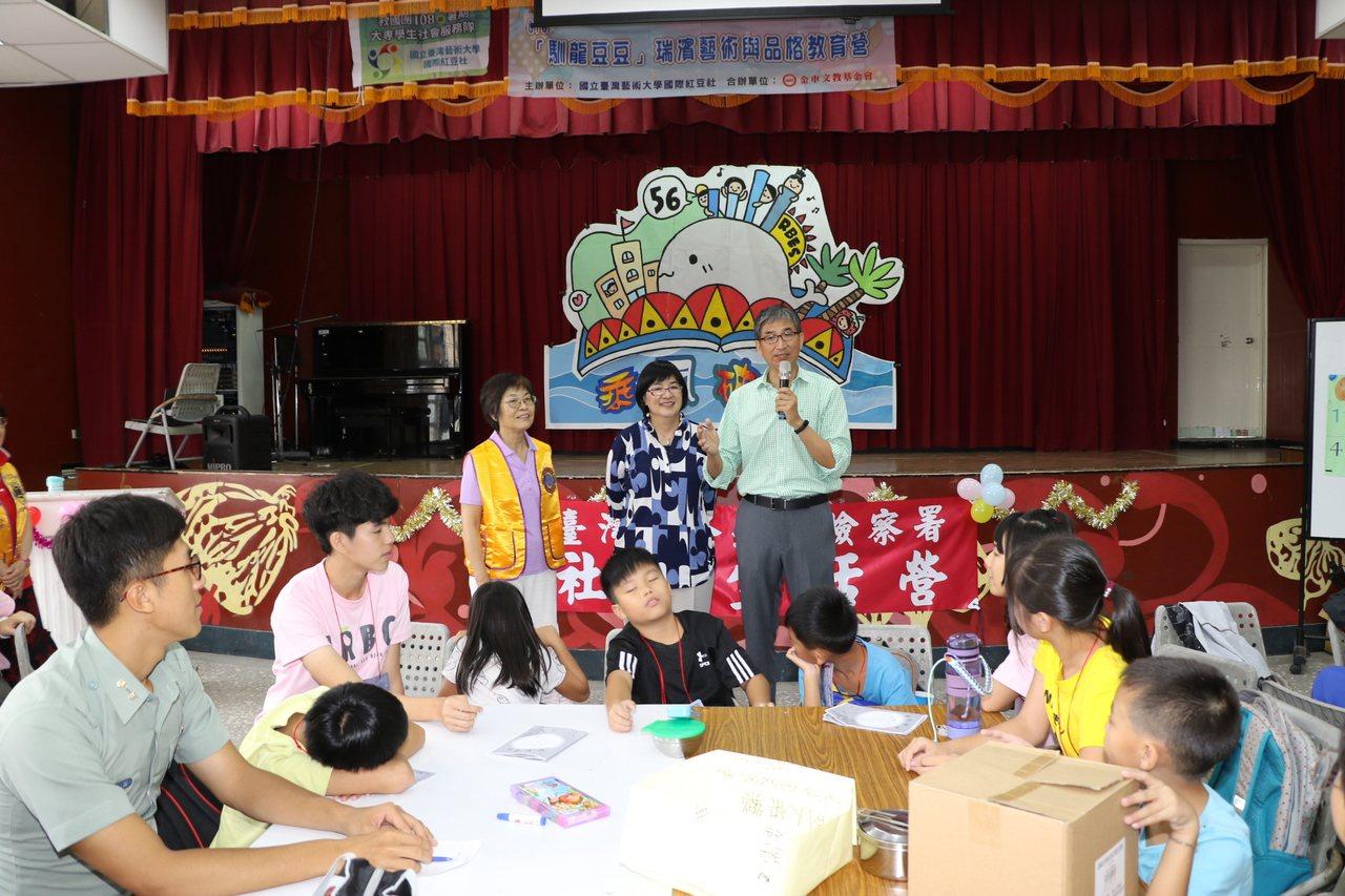 由台藝大葛傳宇等幾位教授為此成立「國際紅豆社」,訂定10年深耕計畫,引進藝術、品...