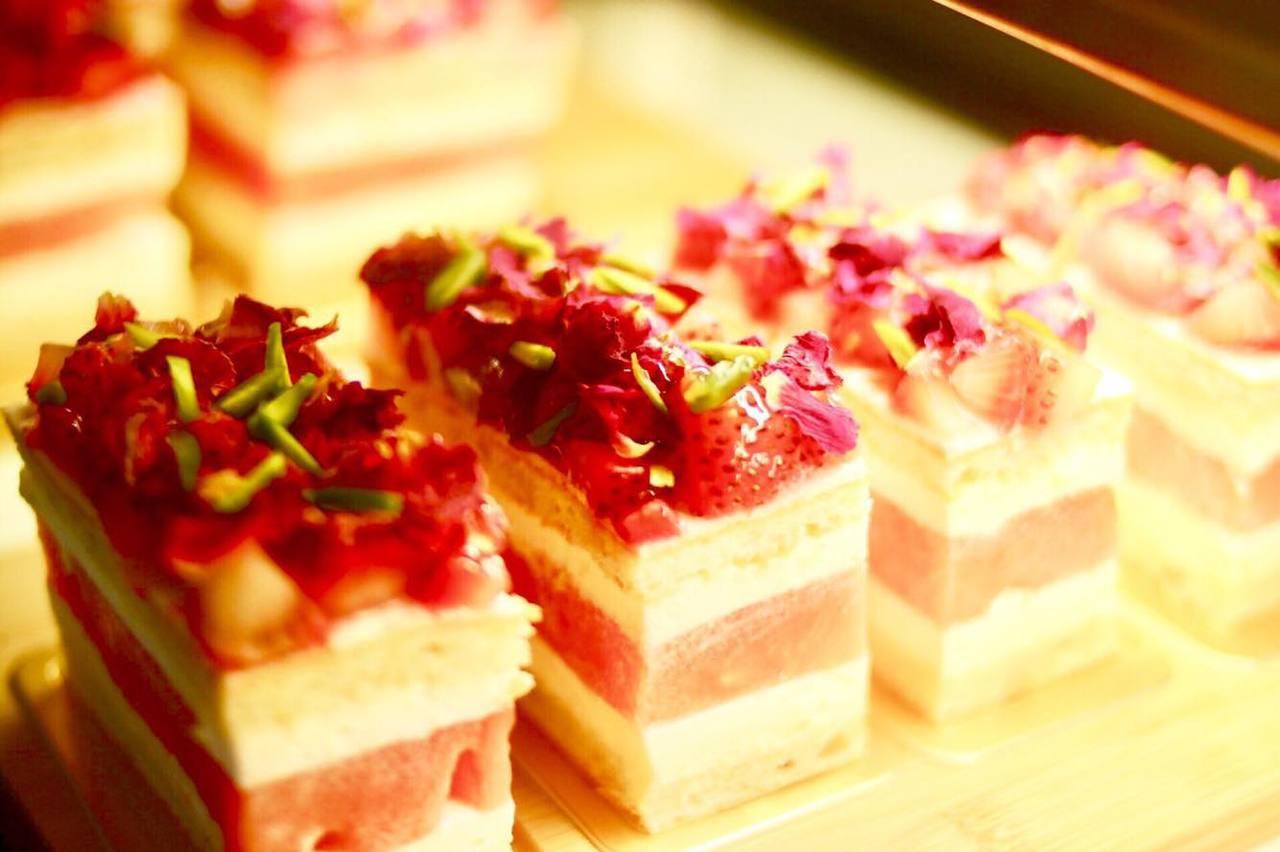 許多網友特地來品嘗人氣甜點「草莓西瓜蛋糕」。圖/老德記x square dess...