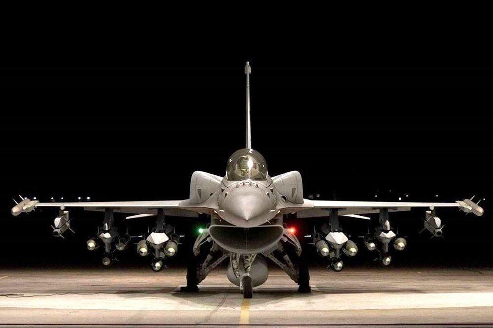 軍方人士說,太平島距離台灣約1500公里,加裝適型油箱的F-16C/D Bloc...