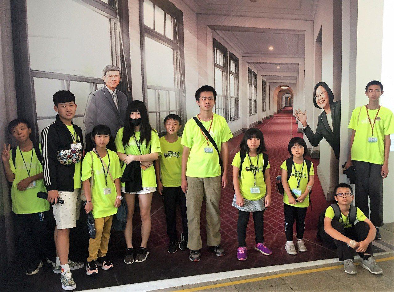 家扶兒第一次進總統府,相當興奮。圖/高鐵彰化站提供