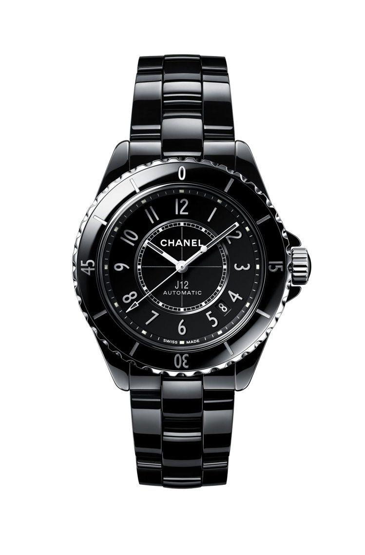 香奈兒J12自動腕表,18萬5,000元。圖/香奈兒提供