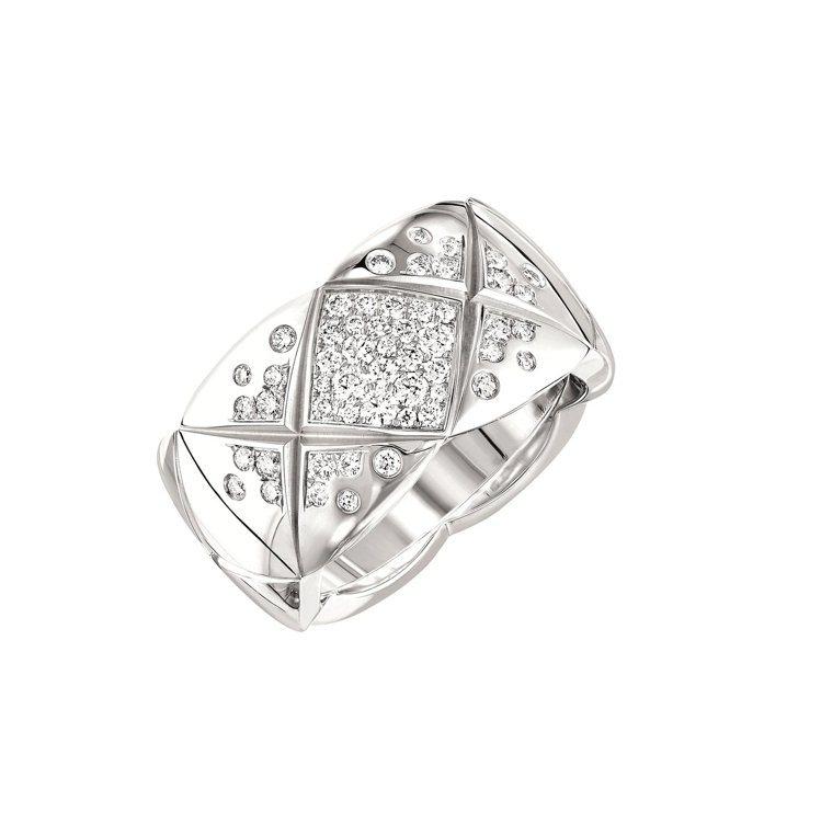香奈兒Coco Crush18K白金鑲鑽戒指中型款,24萬7,000元。圖/香奈...