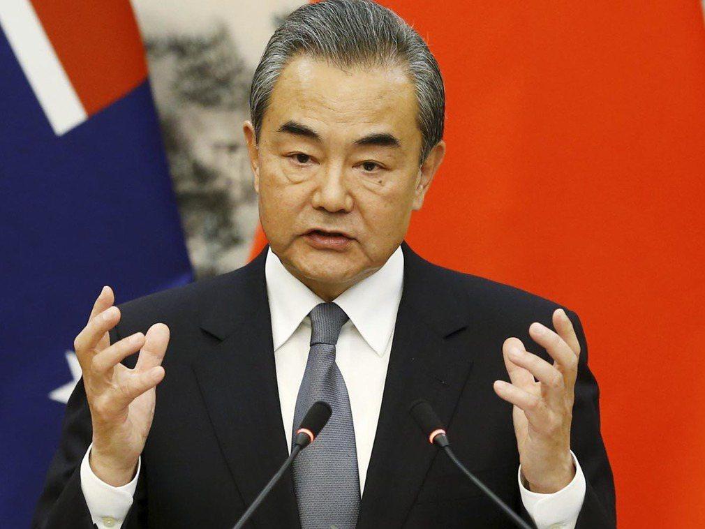 中共國務委員兼外交部長王毅談香港情勢,促各方採客觀公正立場。取自多維新聞網