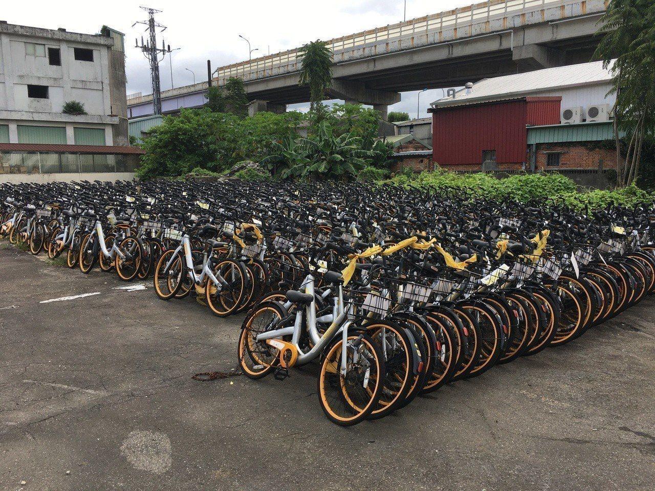 台大水源校區腳踏車拖吊放置場停放上百輛的oBike。本報資料照片