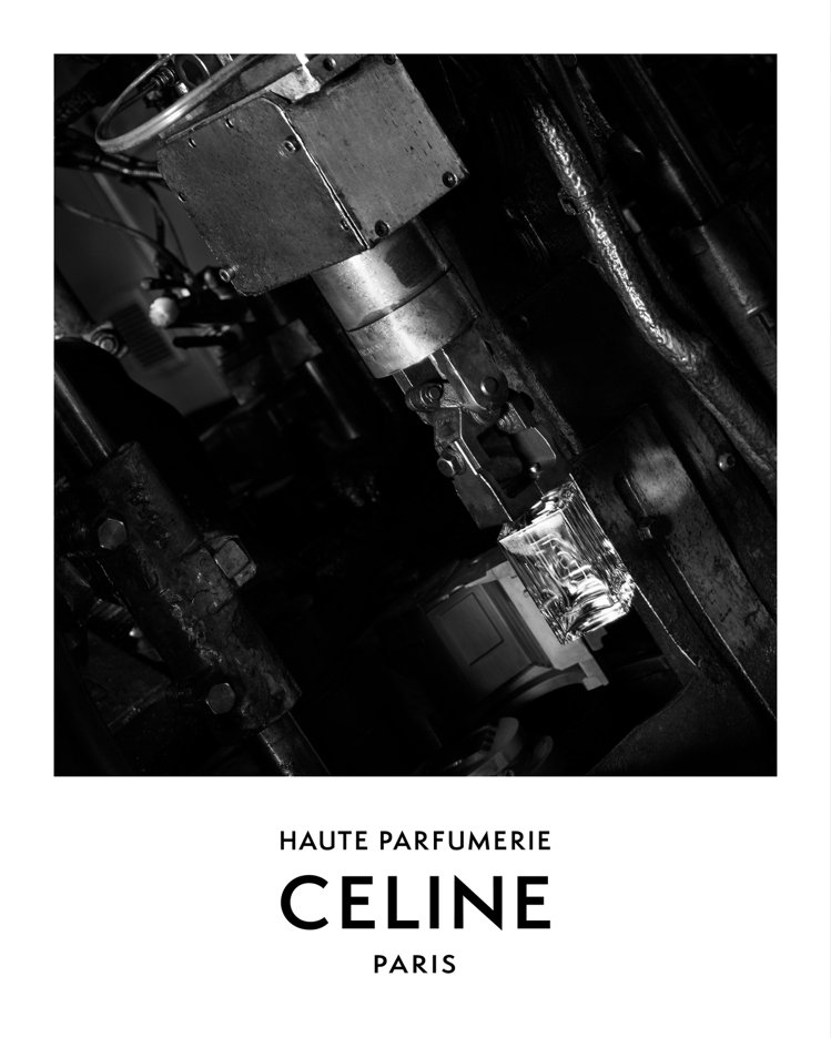 形象影片散發無機質的精工之美,以黑白冷調的簡約傳達瓶身的結構。圖/CELINE ...