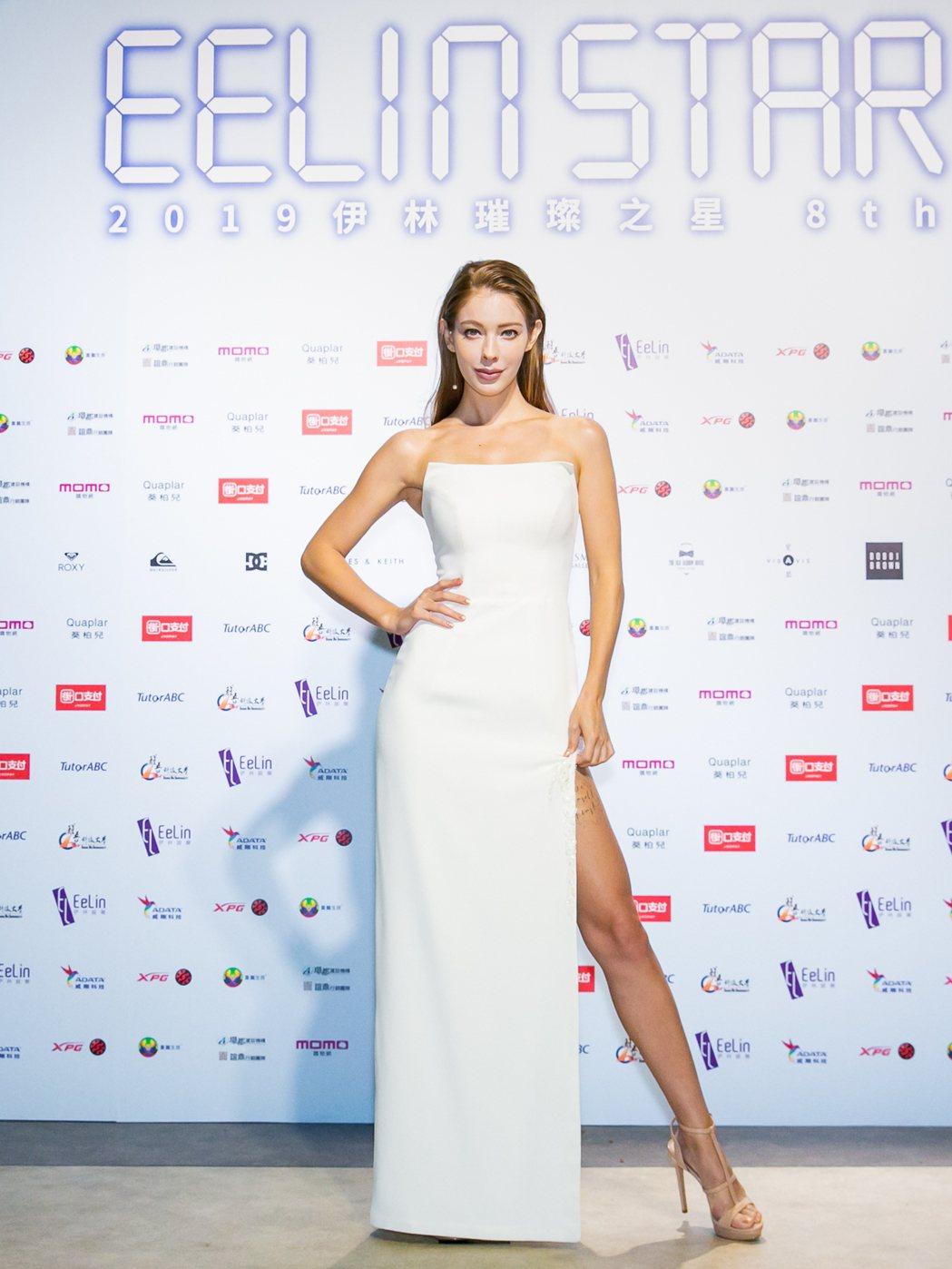 安妮出席「2019伊林璀璨之星總決賽」秀美腿。圖/伊林娛樂提供