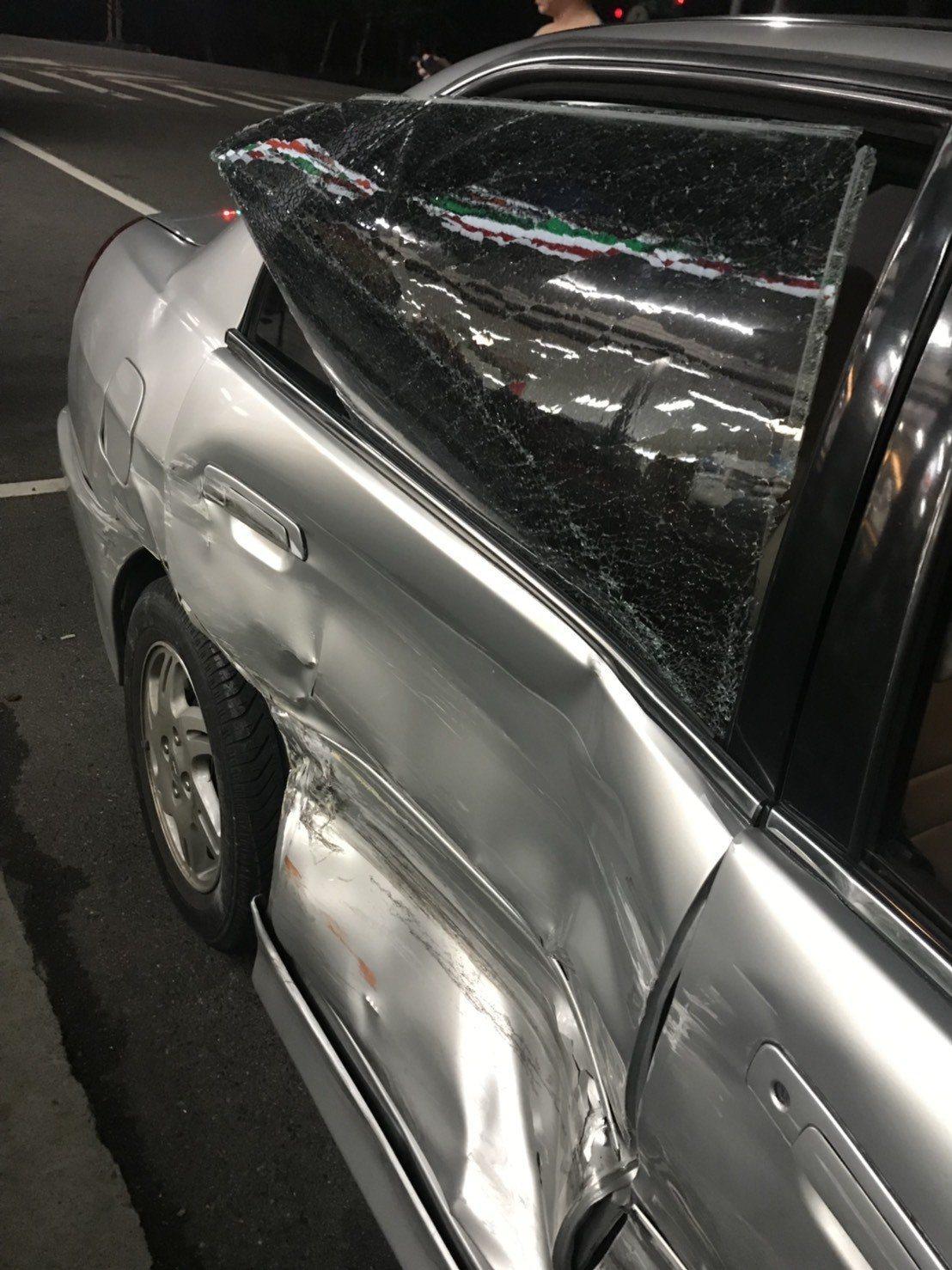 刑事局上周緝毒時誤認民眾座車是運毒集團,攔截衝撞對方造成車輛毀損。圖/當事人提供