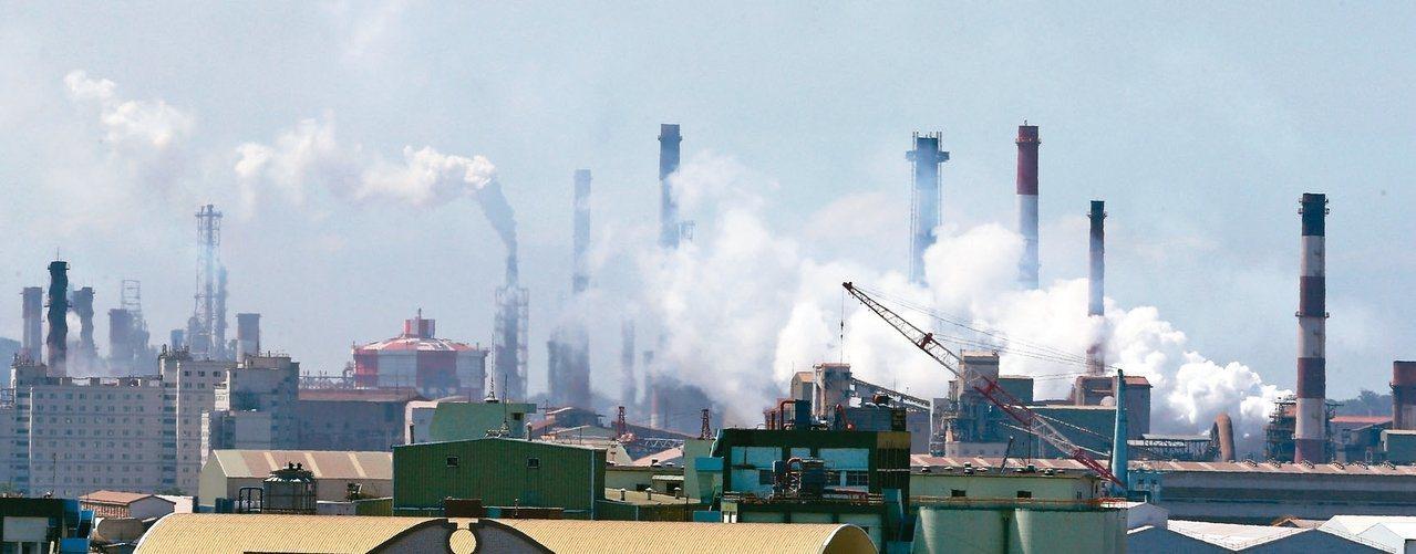 高屏空氣品質因工業等發展逐年惡化。 圖/聯合報系資料照片