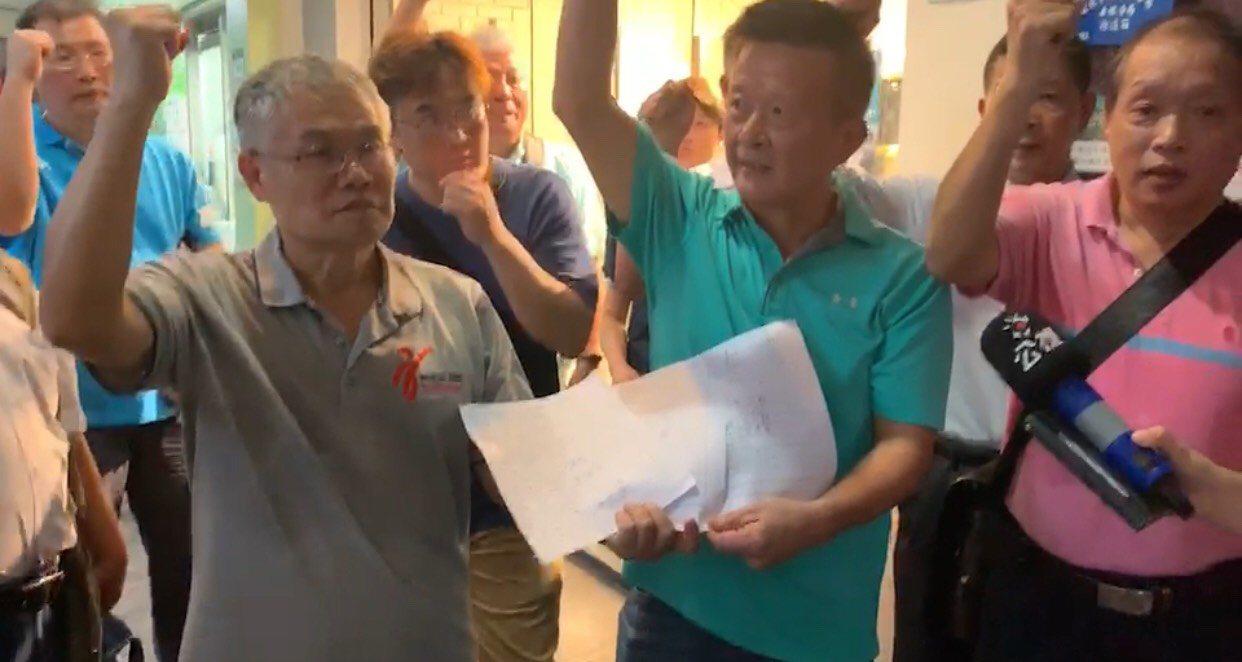 中華民國跆拳道協會原訂於今天在跆協召開臨時理事會,但卻因為跆協辦公室遭反鎖而被迫...