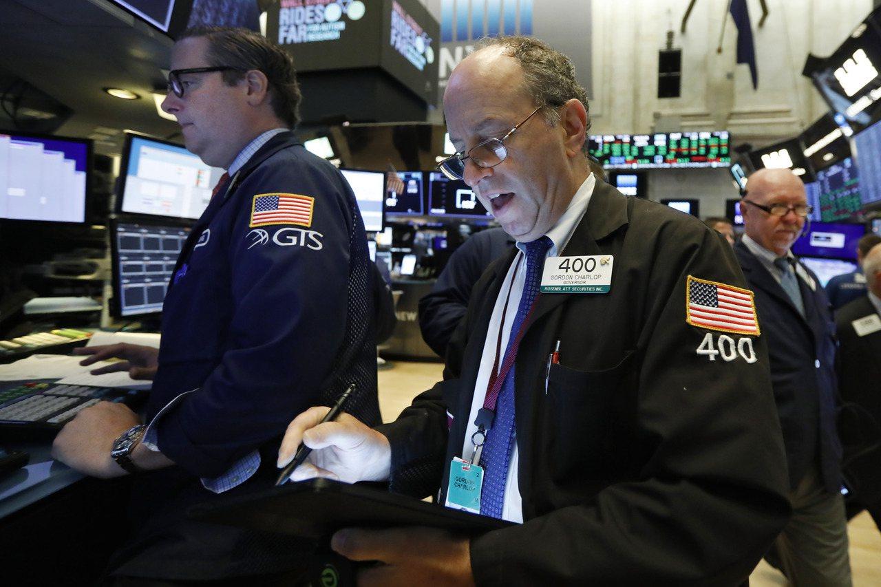 美國股市21日早盤開高,主要受目標百貨等零售股優於預期財報加持。 美聯社