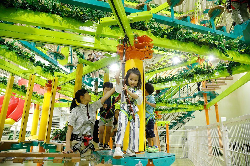 點心餅親子主題樂園內,小朋友可以在室內繩網競技場盡情玩耍。圖/業者提供