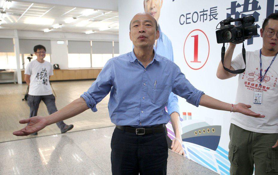 高雄市長韓國瑜中午趕到高雄市黨部參加國政顧問團能源政策直播。記者劉學聖/攝影