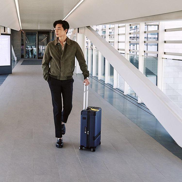 朴敘俊使用萬寶龍x倍耐力聯名款限量行李箱。圖/取自IG @monblanc_ko...
