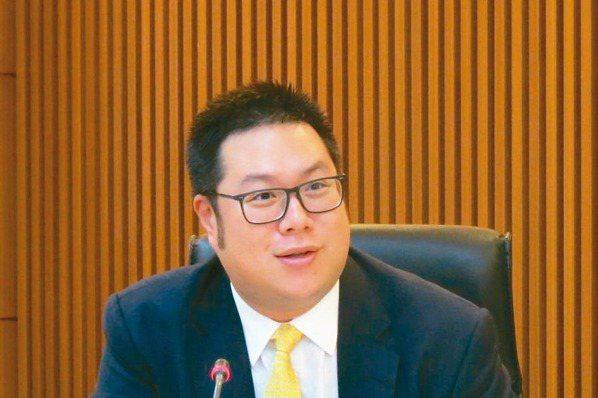 中橡董事長辜公怡