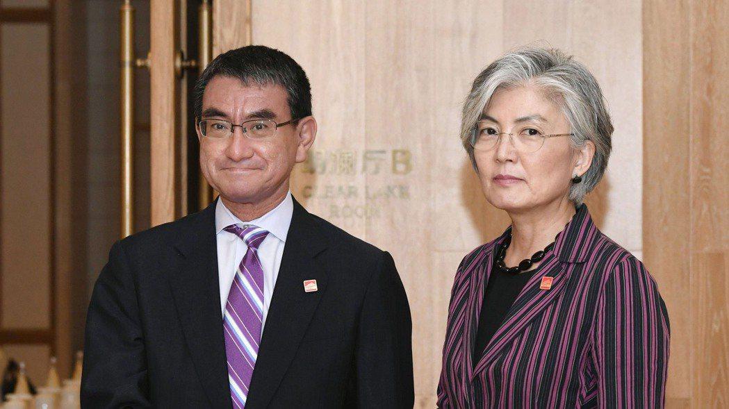 日韓外長。 美聯社