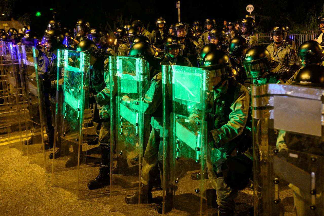元朗7月21日不平靜,示威人士一度與警方對峙。 法新社