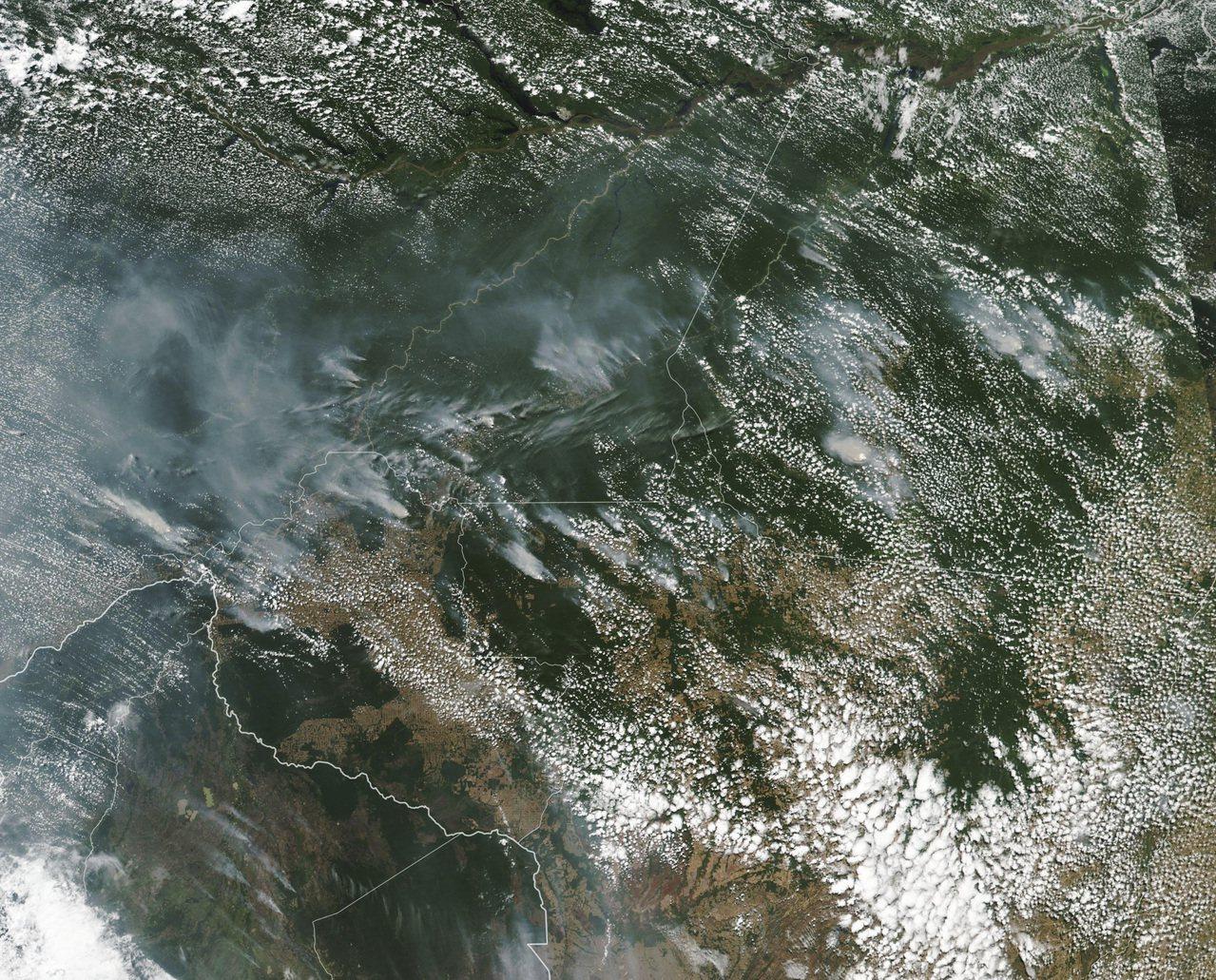 亞馬遜雨林遭大火吞噬,大到連衛星都可從太空清楚看見濃煙。 美聯社