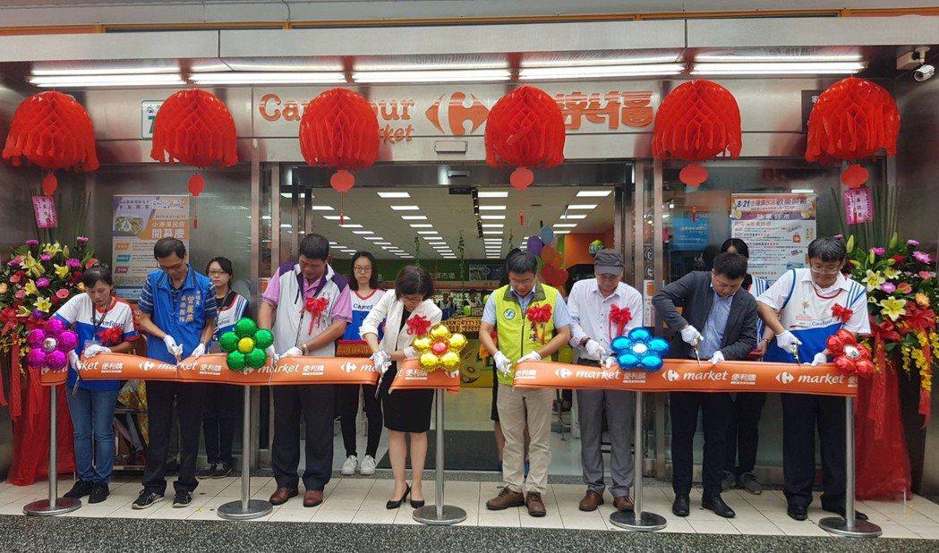 坐落於小港醫院旁邊,營業面積約300坪的小港漢民店正式開幕。 李福忠/攝影